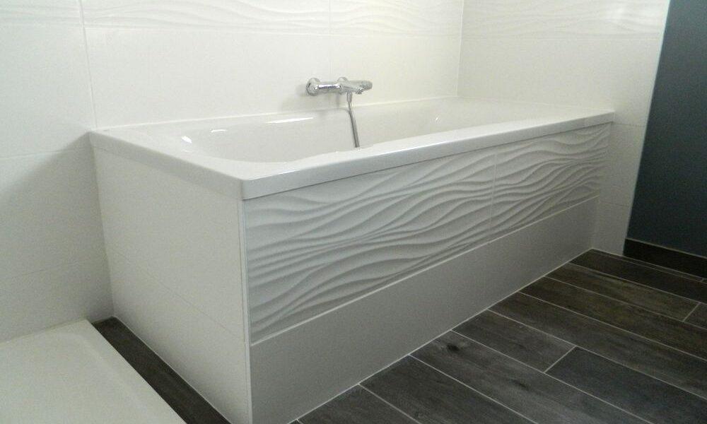 Une salle de bains sur mesure baignoire